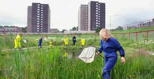 Children pond dipping at James Aiton P.S.., Cambuslang©Lorne Gill/SNH